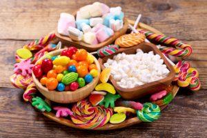 nombreux bonbons colorés
